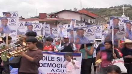Militantes de APP piden que Acuña siga en carrera política