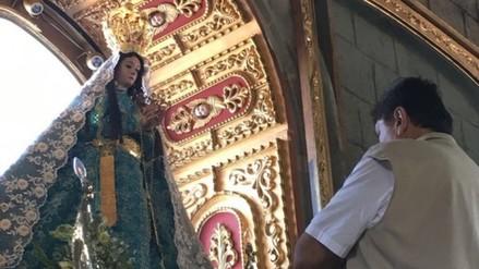 Alan García se encomienda a la Virgen de la Puerta durante campaña proselitista
