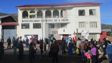 Pobladores de Vista Alegre toman municipio del distrito de Uripa