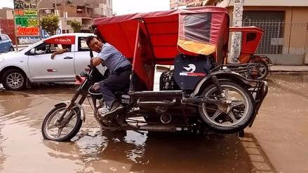 Decenas de mototaxis se voltearon tras colapso de desagües