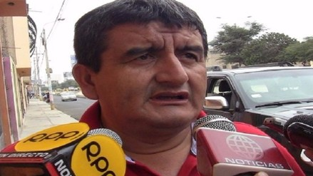 Humberto Acuña se burló de periodistas cuando le preguntaron por presunto plagio