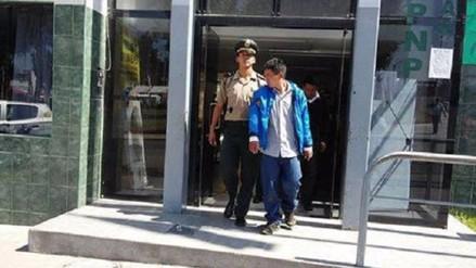 Mujer policía captura a dos delincuentes que robaron celular a escolar