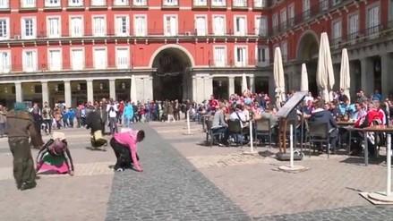 YouTube: hinchas del PSV Eindhoven humillaron a mendigas en Madrid