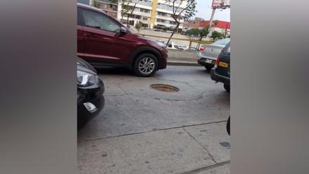 Buzones sin tapa ponen en alerta a conductores en Lima y provincias