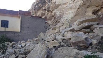 La Oroya: rocas se desprenden de cerro y caen a patio de vivienda