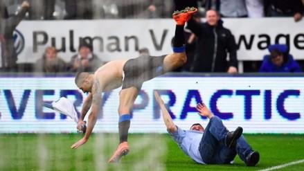 Twitter: Mitrovic casi se lesiona por celebrar gol agónico con fanático