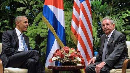 Barack Obama y Raúl Castro departen en el Palacio de la Revolución