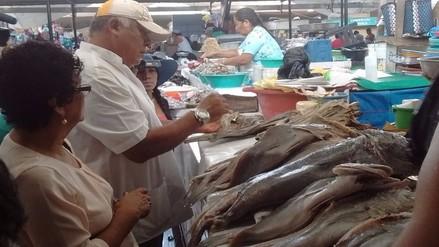Decomisan 65 kilos de carne de vacuno y pescado en mal estado