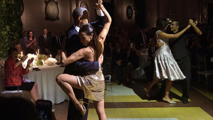 Argentina: Barack y Michelle Obama bailaron tango en cena de gala