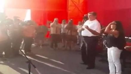 """Acusan a Alan García de regalar cerveza y celulares en evento """"FestiAlan"""""""