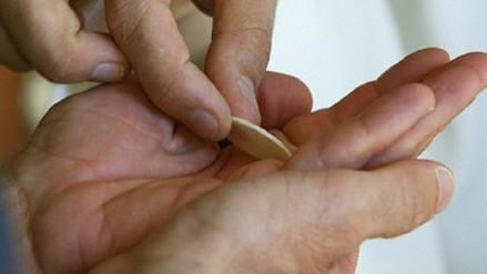 Hostia será entregada en la mano a los fieles ante gripe AH1N1