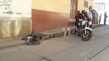Indigente es hallado muerto en la primera cuadra del Jr. Urrelo en Cajamarca