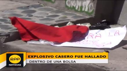 Hallan explosivo casero y trapo rojo en alameda de Huamanga