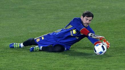 España vs. Rumanía: Iker Casillas, el jugador europeo con más partidos