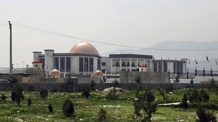 Parlamento afgano sufre ataque con misiles