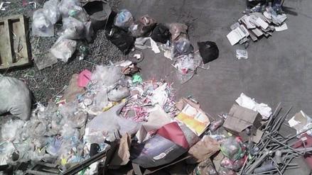 Comas: contaminación y roedores por acumulación de desechos en azotea