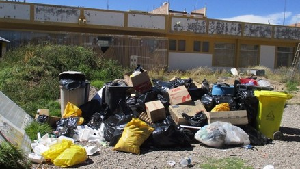 Ilave: residuos sólidos se encuentran en exteriores del hospital