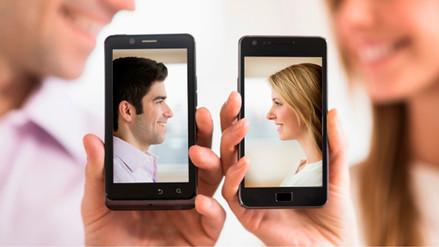 Extender las extremidades hace ver a las personas más atractivas en fotos