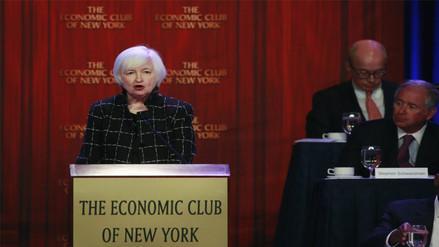 Yellen: Fed mantuvo estables tasas ante posibles riesgos globales