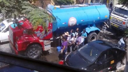 Usuarios indignados por incumplimiento de corte de agua de Sedapal