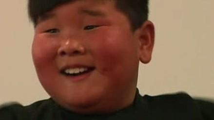 Niño chino cautiva la red con su fascinante baile latino