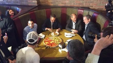 John Kasich: candidato de EE.UU polemiza al comer pizza con tenedor