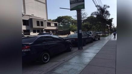 San isidro: vehículos se estacionan en zona prohibida de distrito