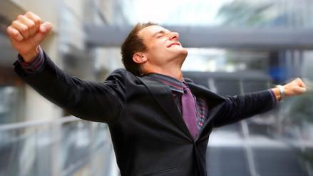 Caminar erguido influye en nuestro estado de ánimo