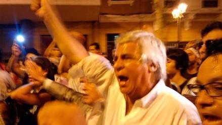 Fernando Olivera se sumó a la marcha contra el autogolpe del 5 de abril