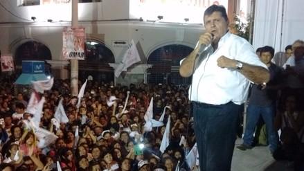 Alan García cerró su campaña en Chiclayo en medio de multitudinaria acogida