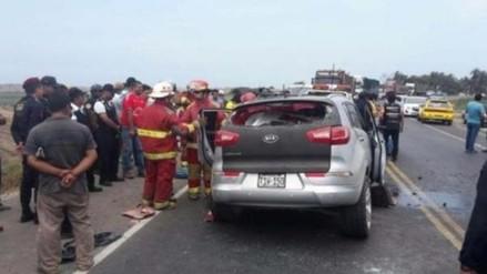 Choque frontal entre auto y camión dejó tres muertos y dos heridos