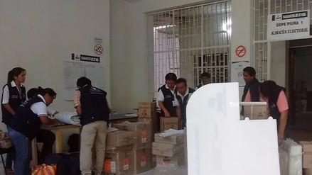 Distribuyen material electoral a zonas más alejadas en Piura