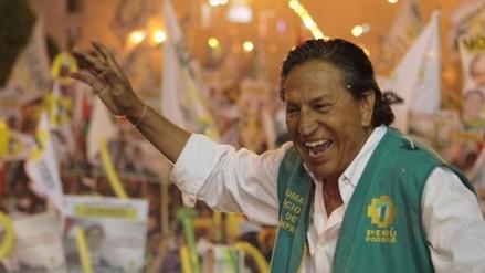 Alejandro Toledo ironizó con la valla electoral en Twitter