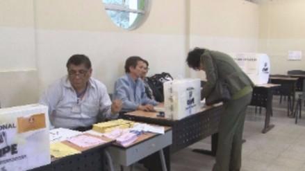 ¿Qué cantidad de peruanos vota en cada continente?