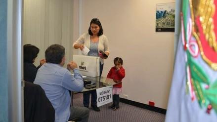 Elecciones 2016: Peruanos acuden a votar a 234 locales en el extranjero