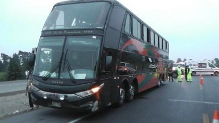 Huacho: choque entre bus y camioneta deja un muerto y ocho heridos