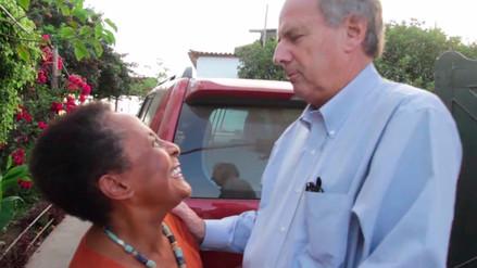 Alfredo Barnechea visita la casa en construcción de Susana Baca