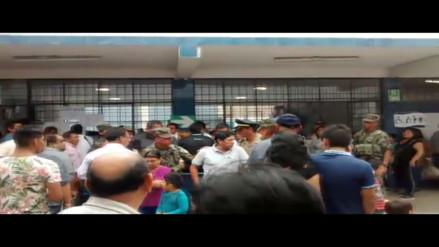 San Luis: hombre aparentemente ebrio es retirado de local de votación