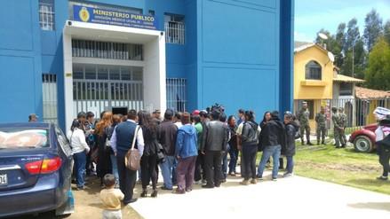 Familiares exigen entrega de cuerpos de víctimas en el Vraem