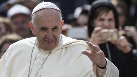 Papa se lleva consigo a 10 refugiados en su regreso a Roma