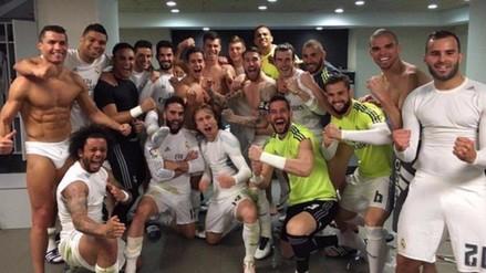 Jugadores del Valencia imitan foto del Real Madrid en campo del Barcelona