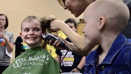 Ochenta alumnos se rapan en apoyo a su compañera con cáncer