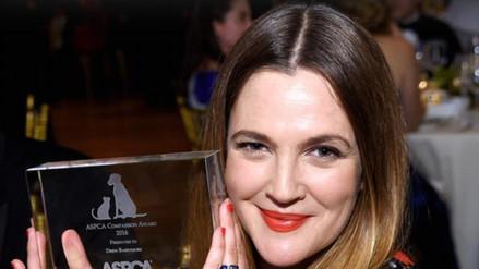 Drew Barrymore reemplazó su anillo de casada por otro