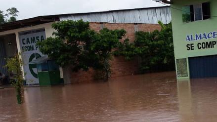 Torrenciales lluvias dejan aislados a 100 familias en Tumbes