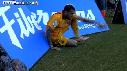 Deportivo La Coruña vs. Barcelona: Dani Alves rompió panel con su cuerpo