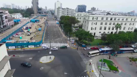 Mira la avenida 28 de julio desde un drone