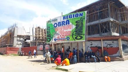 Huancayo: obreros que construyen colegio Santa Isabel inician huelga indefinida