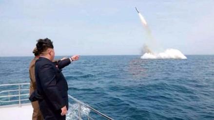 Corea del Norte lanza un misil balístico desde un submarino, según Seúl