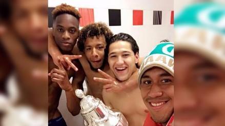 Twitter: Renato Tapia celebró en la ducha nuevo título del Feyenoord