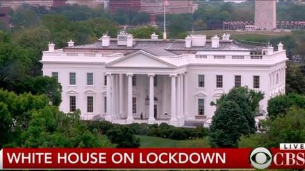 La Casa Blanca es cerrada luego de que tiraron objetos sobre reja norte